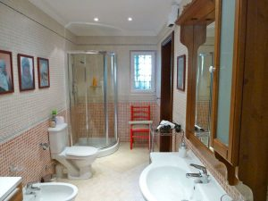 Tal Kurunel Ensuite Bathroom
